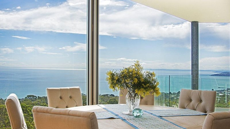 Bellevue Sur Mer in Arthurs Seat with indoor pool, holiday rental in McCrae