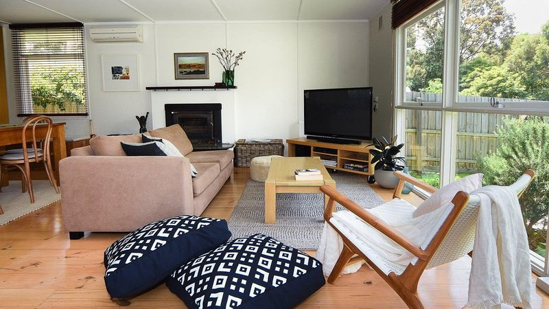 Somers Beach Retreat - Only 200 metres to beach, ideals for couples or small fam, holiday rental in Bittern