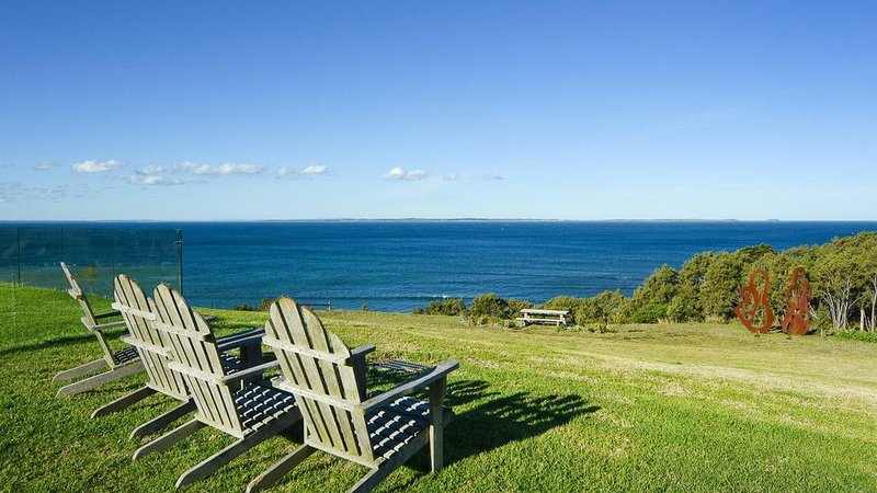 Moon Rise Farm - Amazing Bay Views, Pool & Beach access, holiday rental in Flinders