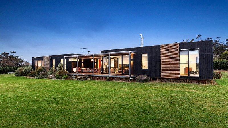 Merricks View - Rural outlook with Tennis Court & Plunge Pool, vacation rental in Merricks North