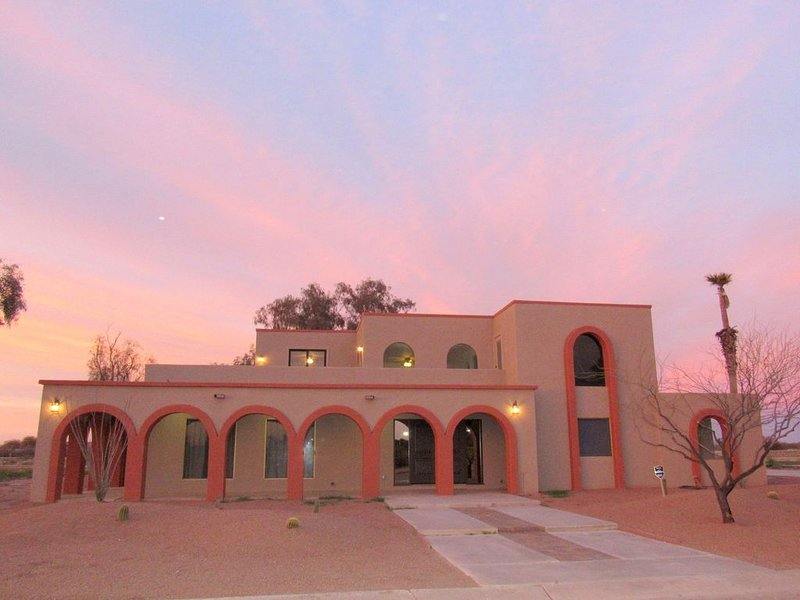 Spacious Home In Casa Grande ...Soccer players & Golfers come on down !, vacation rental in Arizona City
