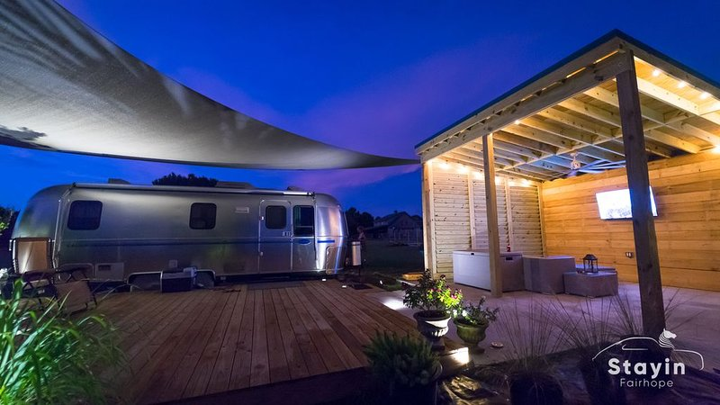 Silver Sail Airstream* Beyond Glamping* Much Room to Roam Wifi EV charger 20 ac, casa vacanza a Fairhope