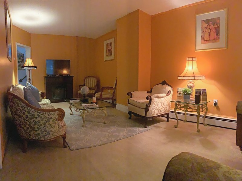 THE OLD JAIL HIDEAWAY AT JIM THORPE, P.A. - PRIVATE PARKING, holiday rental in New Tripoli
