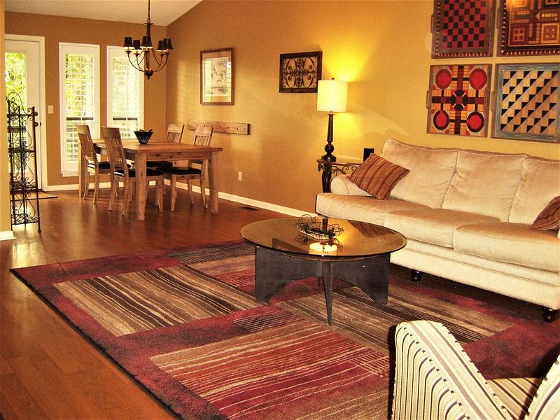 Beautifully updated vacation condo!  Eden Isle, walking distance to Red Apple CC, vacation rental in Heber Springs