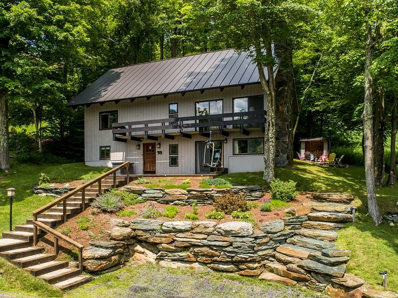 Mountainside single-family home just steps from Sugarbush Resort., alquiler de vacaciones en Fayston