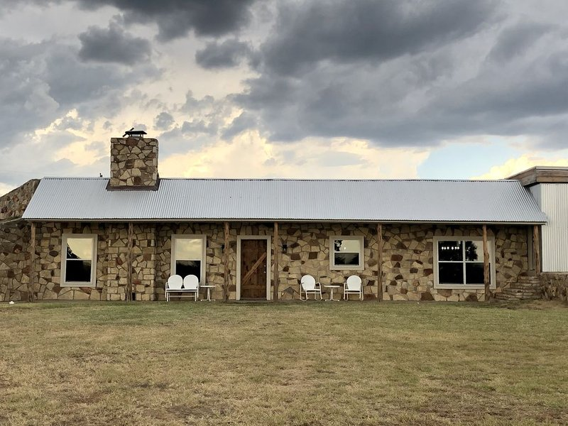Family friendly one of a kind house in beautiful, peaceful TX country setting, holiday rental in Weatherford
