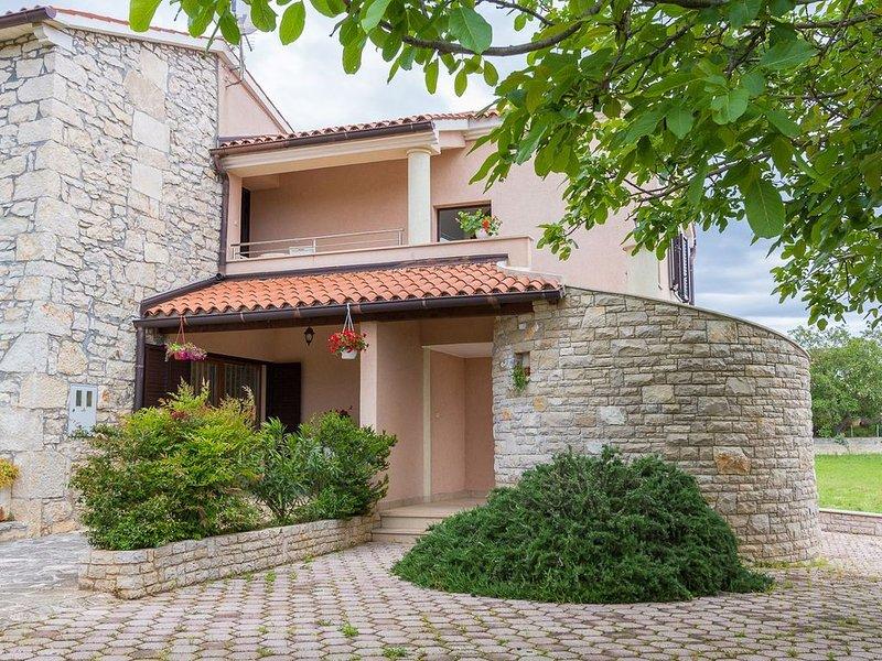 Rustikales Appartement abseits vom Trubel mit Waschmaschine, Klima, WLAN, Garten, holiday rental in Pavicini