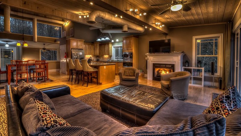 Falcons Nest- Pet Friendly | River Front Home | Outdoor Fire Pit | Fightingtown, vacation rental in McCaysville
