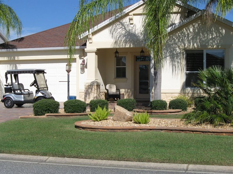 Oct/Dec specials: beautiful designer home, golf cart included., location de vacances à Leesburg