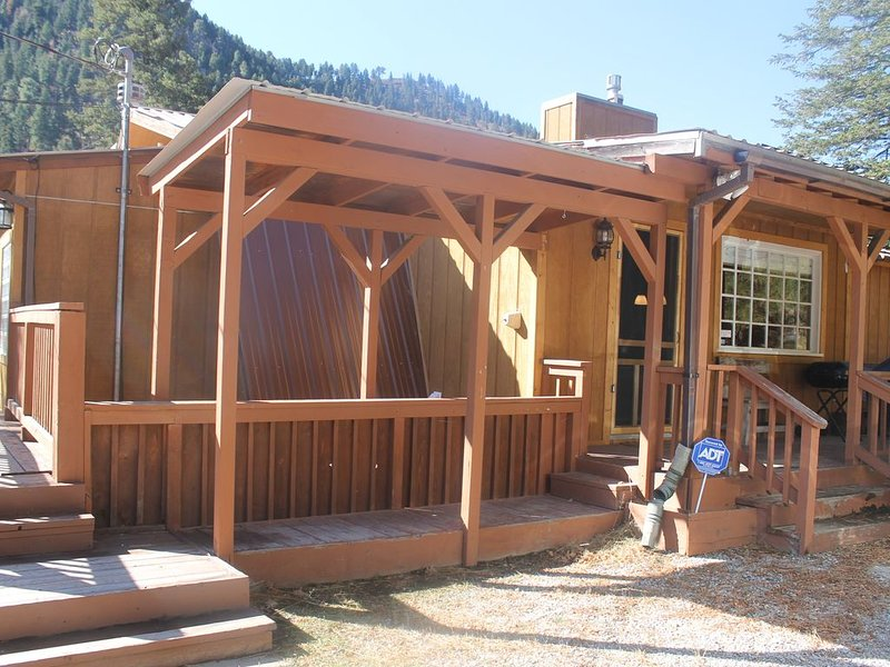 Upper Canyon charmer on the river, holiday rental in Ruidoso