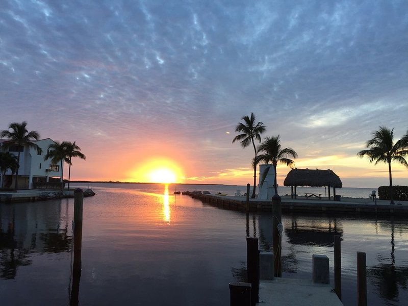 Balmy breezes await at this beachy condo! Futura Yacht Club - Islamorada Florida, vacation rental in Tavernier