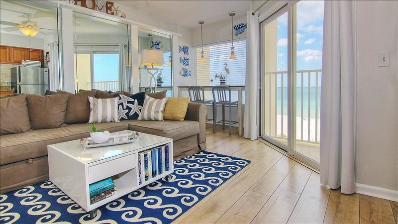 Inviting Beachfront Along the Quiet Shores of Belleair Beach!, vacation rental in Belleair Beach
