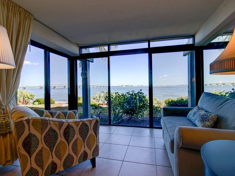 Mariner Pointe #1041: Incredible Ground Floor Bayfront Unit w/ Stunning View!, vacation rental in Sanibel