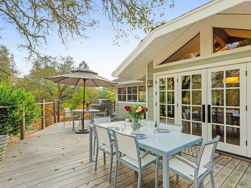 Luxurious estate on 10 acres w/ Japanese bath & tea house, gardens & tennis!, holiday rental in Freestone