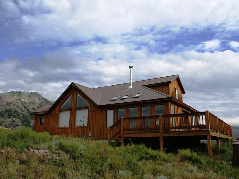 That View! Fishing Out Your Back Door!, holiday rental in Creede