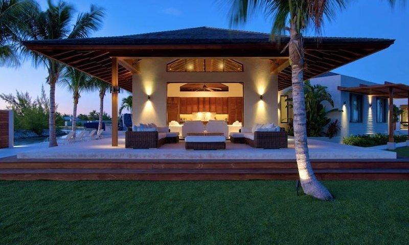 Villa - Canal Front - Large Sun Deck- Outdoor Lounge/Covered Veranda, alquiler de vacaciones en Leeward