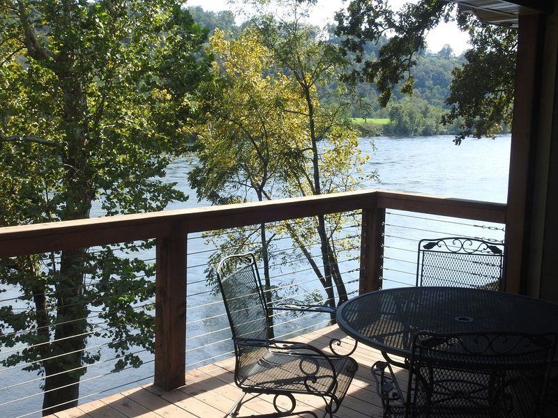 Nicest Cabin On The White River WINTER RATES THROUGH FEBRUARY, holiday rental in Gassville