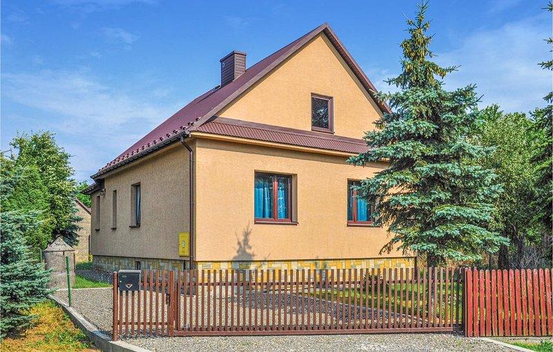 1 Zimmer Unterkunft in Biadoliny Szlachecki, holiday rental in Roznow