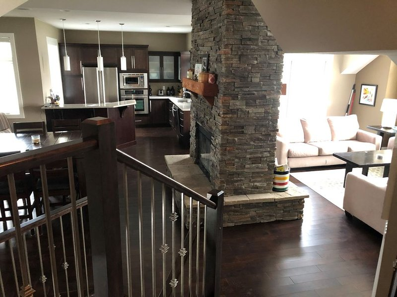 Stunning Year Round Mountain Views, vacation rental in Fairmont Hot Springs