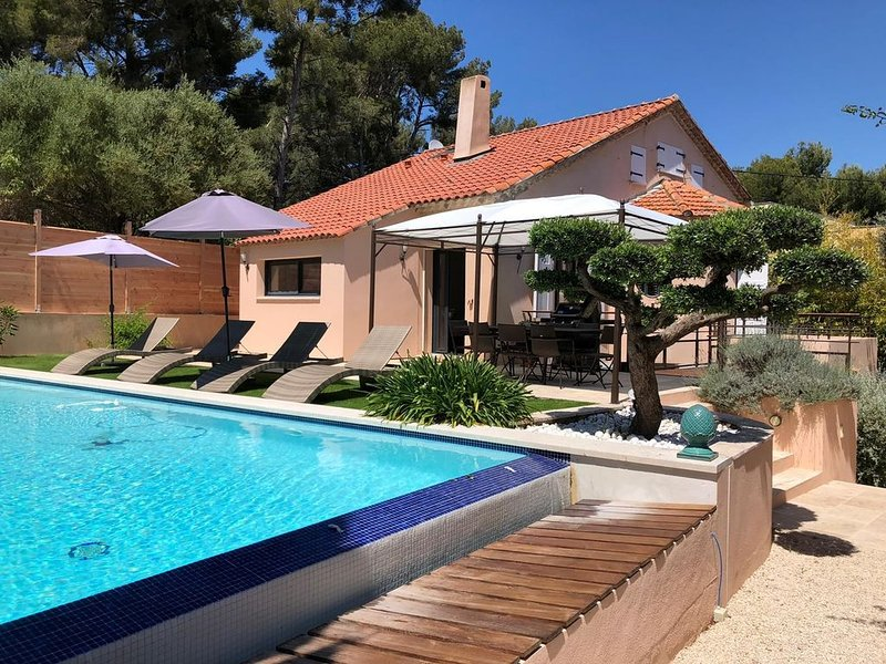 Belle villa Carpe Diem piscine à pieds du centre et plage pour 8, holiday rental in Sanary-sur-Mer