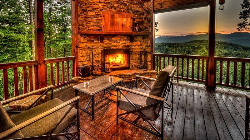 Leatherwood Lodge- Breathtaking Views | Hot Tub | Outdoor Fireplace, vacation rental in Cherrylog