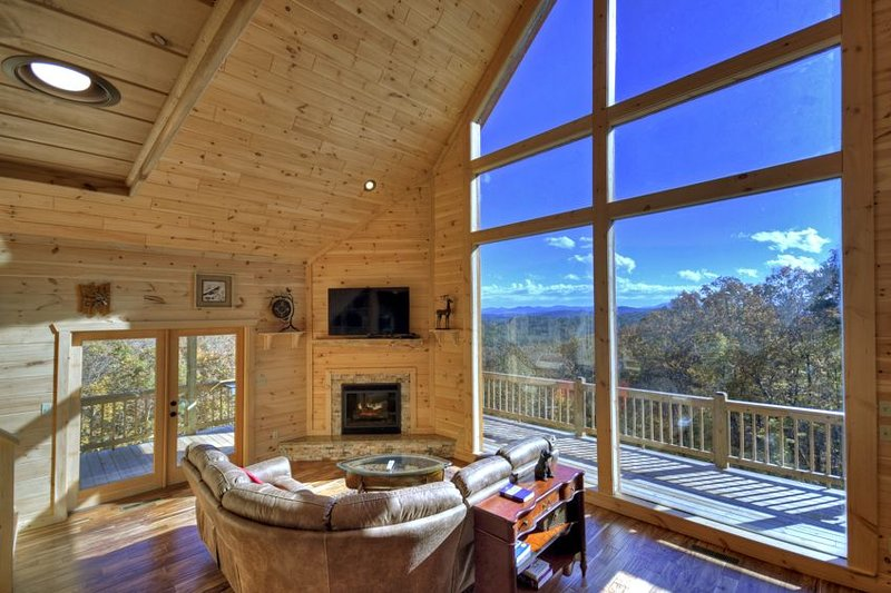 Rising Star Lodge- Pet Friendly | Master on Main | Game Room, holiday rental in Mineral Bluff