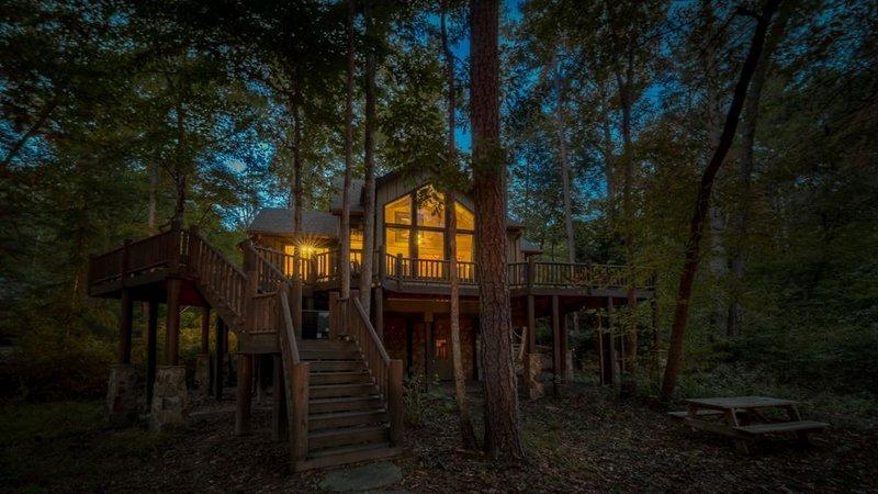 Treehouse on the Rapids- Hideaway in the Woods | Outdoor Living | Ellijay, holiday rental in East Ellijay