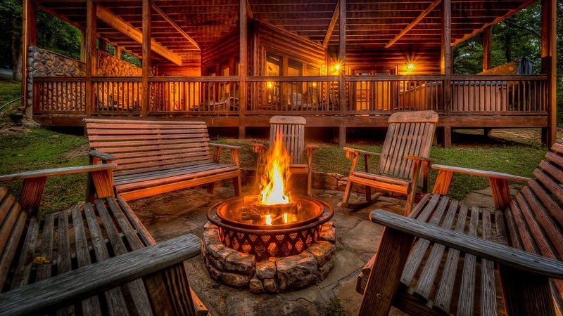 Meandering Moose- Outdoor Fireplace | Close to Blue Ridge and Harrah's Casino, holiday rental in Mineral Bluff