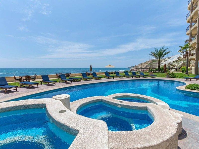 Las Olas Beachfront, B301, End Unit. 2 Bedroom, 2 Bath, holiday rental in San Jose del Cabo