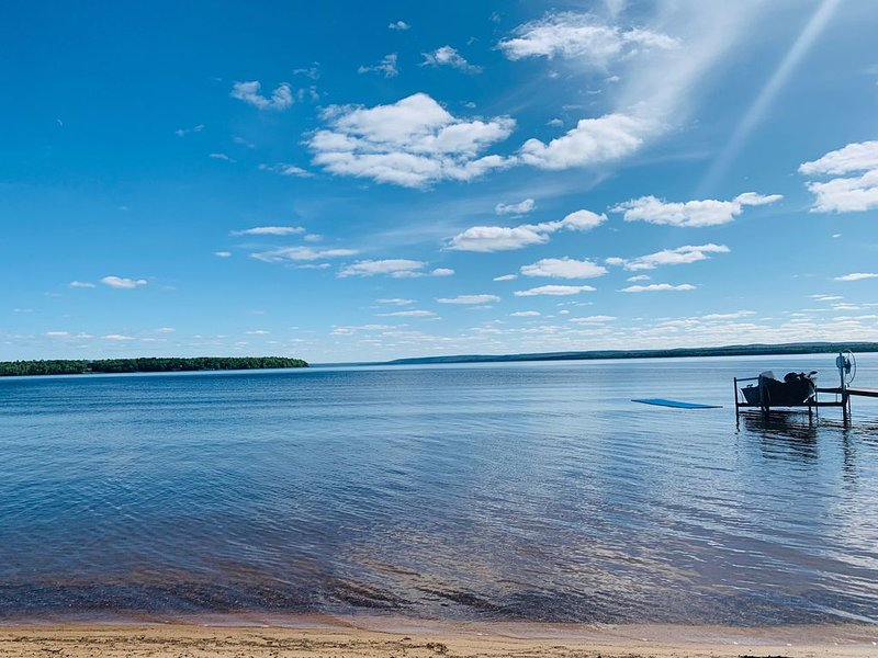 Amazing Lakefront Rental!!!  Newly renovated!!, holiday rental in Bergland