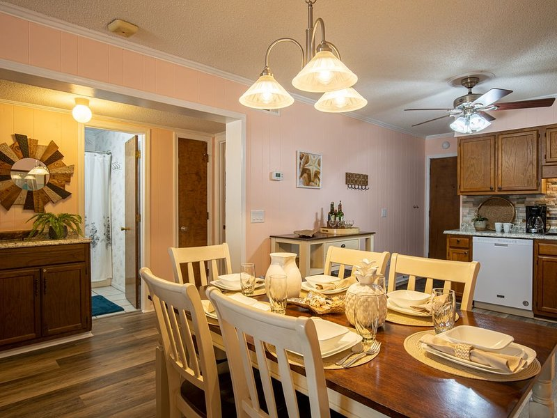 Sea Cabin - Remodeling for 2021, Sunny Beach Walks or Nature Preserve Stroll, holiday rental in Little River