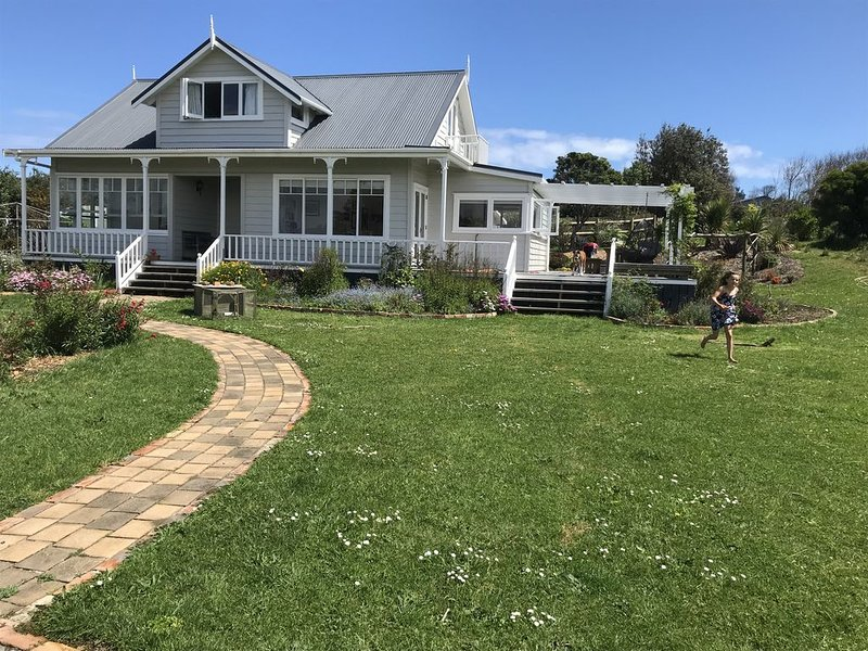 Sunny country villa 5 minutes to Muriwai Beach, holiday rental in Piha