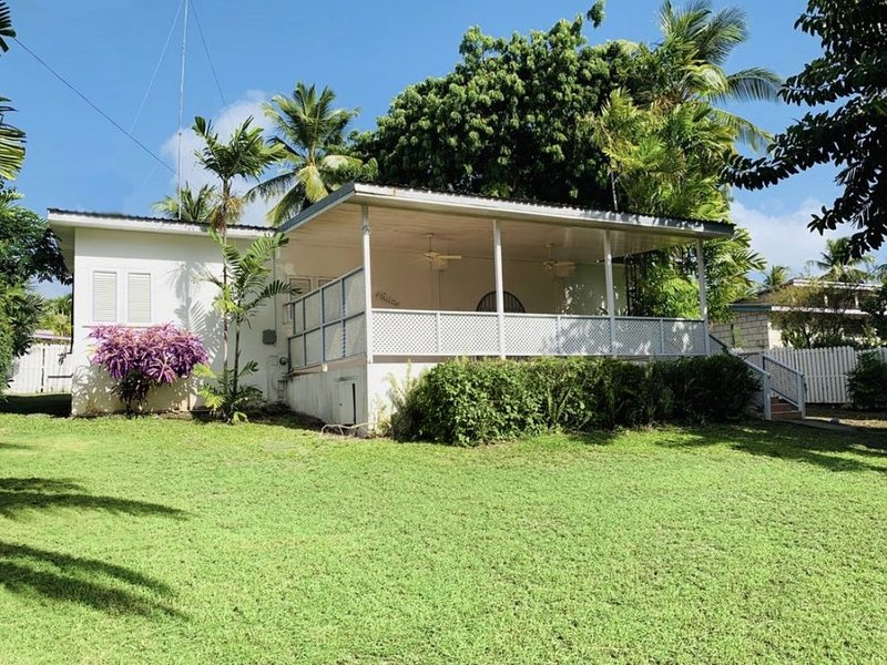 Spacious 3 bedroom Villa close to the Beach, vacation rental in Sunset Crest