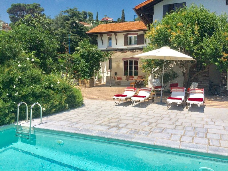 Villa In Mandelieu, Alpes -maritime With Private Pool – semesterbostad i Mandelieu-la-Napoule
