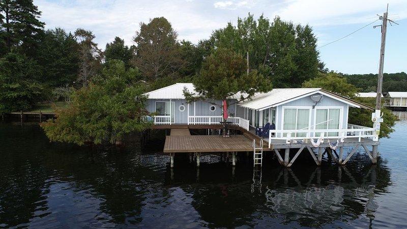The Lily Pad on Caney Lake!, alquiler de vacaciones en Jonesboro