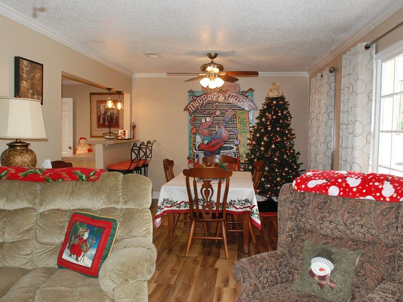 Long Beach Lodge - 4 Bed 2 Bath home. Ready for The Holiday Season., holiday rental in Long Beach