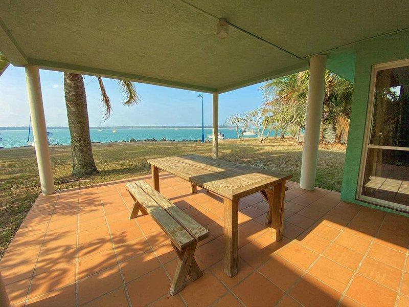 Rio Vista - Burrum Heads- Riverfront -2BR - Large Yard, holiday rental in Burrum Heads
