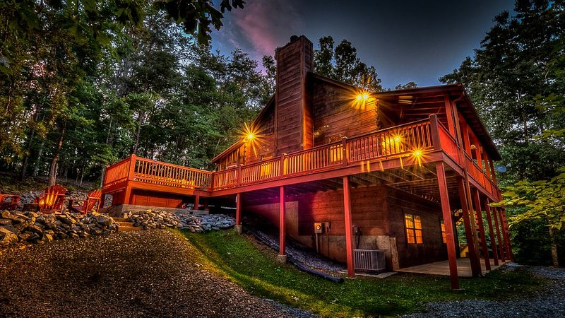 Woodentops- Hot Tub, Pet Friendly, Toccoa River Access, holiday rental in Mineral Bluff