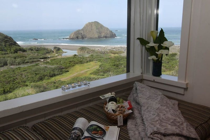 Elk Cove Inn & Spa Cottage  Panoramic Ocean Views, Beach Access, Pet-Friendly, location de vacances à Mendocino County