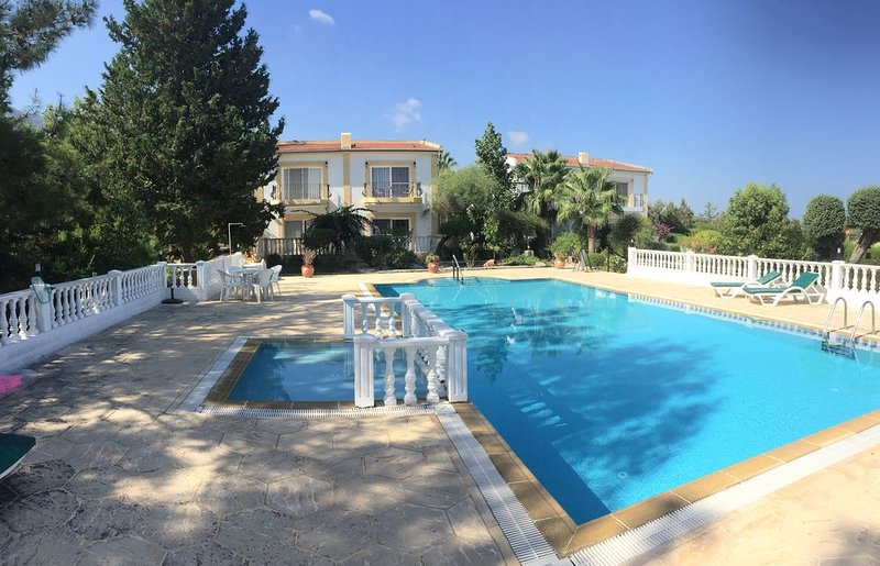 Villa in Ozanköy, close to Girne/Kyrenia surrounded by olive groves, vacation rental in Ozankoy