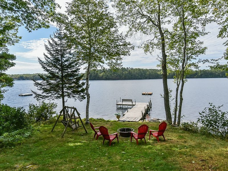 Beautiful Lakefront Escape - Work-from-Home - Social Distancing is Easy Here!, location de vacances à Poland Springs
