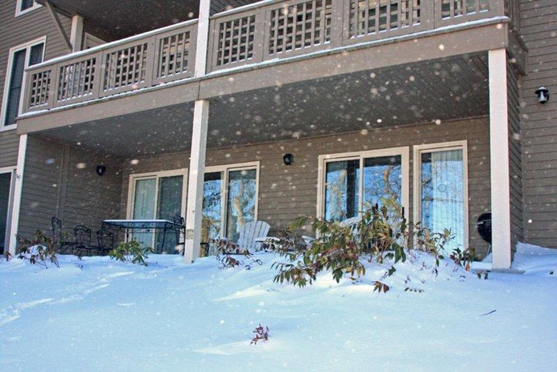 Winter Ski Get-Away. 2 BR/2 BA Condo. Resort Passes., location de vacances à Wintergreen