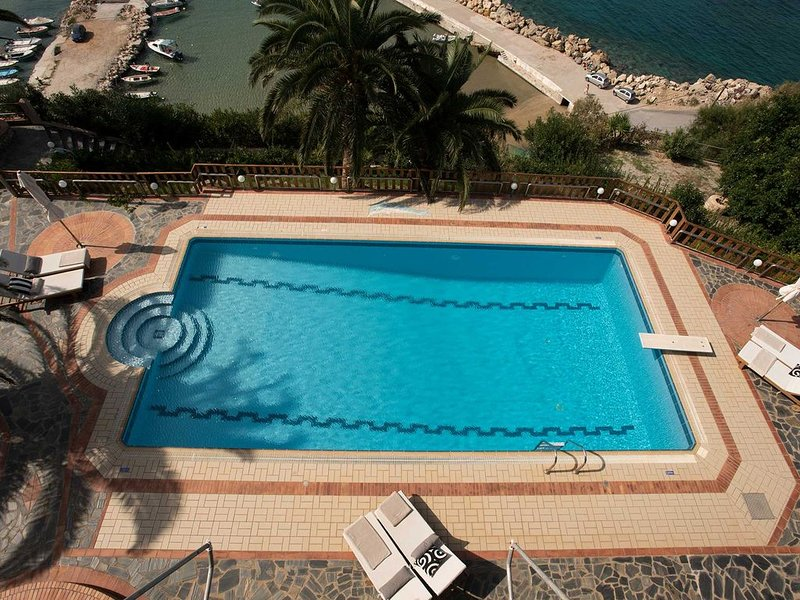 Luxury Studio With Amazing Sea View And Swimming Pool, location de vacances à Almyrida