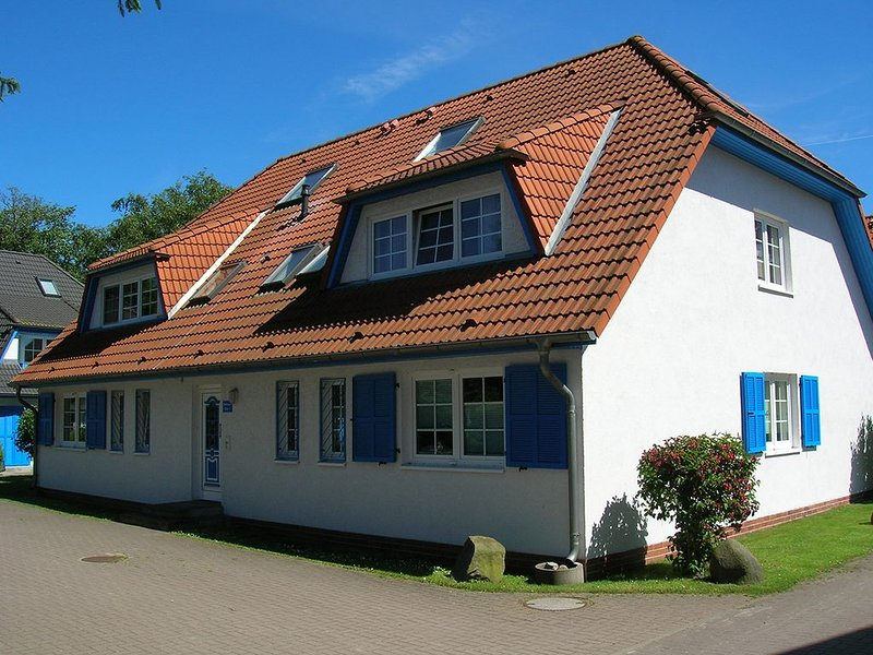 moderne FeWo, max. 6 Pers., inkl. Wäsche, WLAN, Terrasse mit Strandkorb, WaMa, holiday rental in Ostseebad Prerow