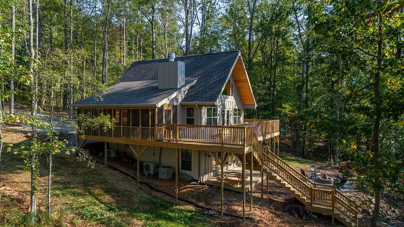 Beautiful river cabin on the beautiful Tennessee River, holiday rental in Wildwood