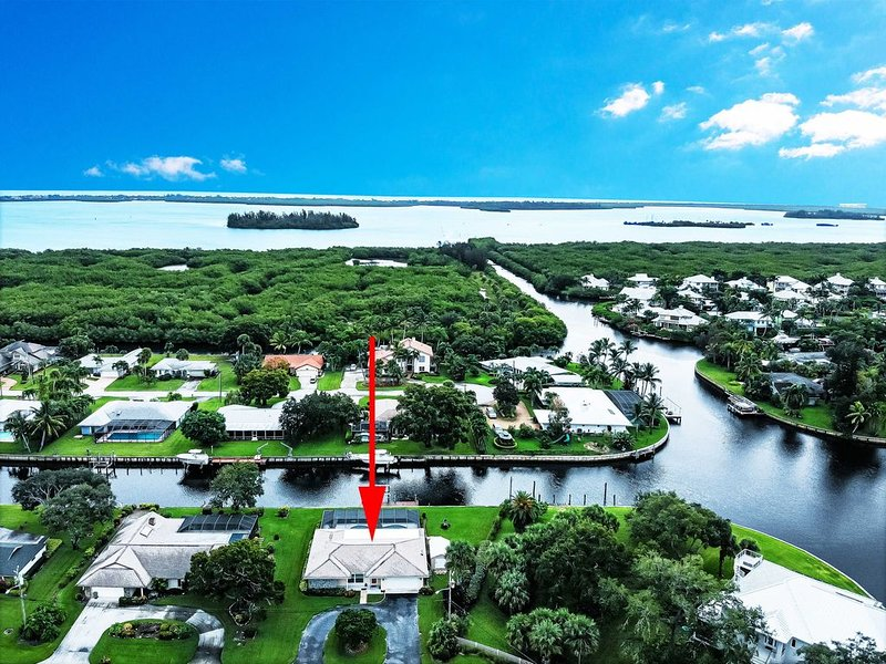 House at Manatee Cove  with boat dock and pool-Fishermen and Boaters' paradise!!, vacation rental in Vero Beach