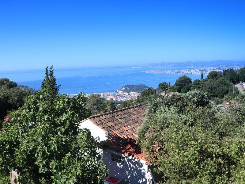 Maison indépendante  près des plages vu mer et montagne avec jacuzzi barbecue, Ferienwohnung in Nizza