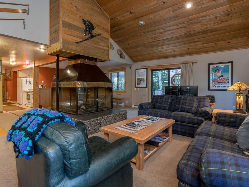 A comtemporary home that is great for families & large groups just 6 miles North, holiday rental in Ketchum
