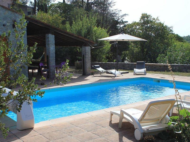 Labeaume (07) - Jolie maison dans un village de caractère - Piscine, vacation rental in Labeaume