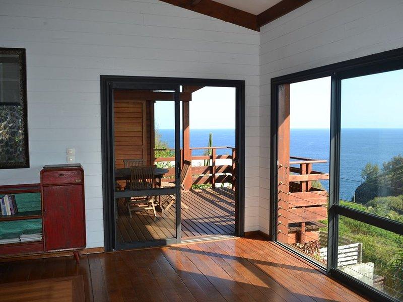 Villa atypique 'le chat perché de Grand'Anse', vacation rental in Petite-Ile